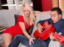Savannah Makes Ravishing Music