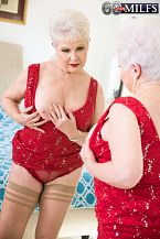 Jewel shags her granddaughter's boyfriend