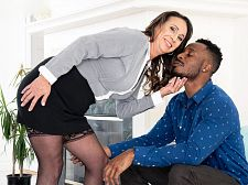 Raelynn can't live without sucking and rogering that BBC