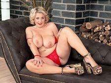 Busty British SEXY HOUSEWIFE Camilla returns